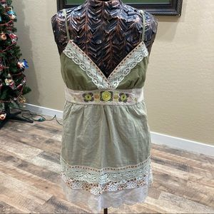 Pretty Good adjustable strap vneck top with lace